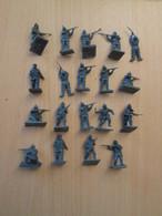 BACPLASTCAV Lot De Figurines 1/72e Plastique Souple AIRFIX , BOCHES 14/18 18 Pièces Exactement Ce Qu'il Y A En Photo - Militares