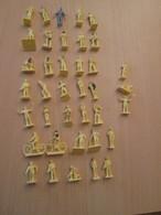 BACPLASTCAV Lot De Figurines 1/72e Plastique Souple AIRFIX ,  PERSONNEL RAF 38 Pièces Exactement Ce Qu'il Y A En Photo - Militares