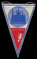 Fanion  Radio Praha,Prague Cssr 230 Mm X 145 Mm En Tissu - Radio & TSF