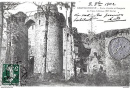 """Châteaubriant. La Porte D'entrée Et Les Remparts Du Vieux Chateau, Pastille Métalisée """"Dieu Protège La France"""". - Châteaubriant"""