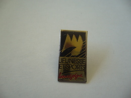 PIN'S PINS JEUNESSE ET SPORTS BOURGOGNE THÈME SPORTS - Pin's & Anstecknadeln