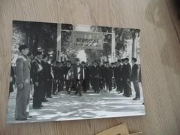 Photo Guerre 39/45 Régime De Vichy Pétain Et Milices Kermesse Lyon? 18.5 X 13 - Guerra, Militari