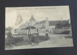 RARE ++  CPA La Celle Saint  Avant L église   Arrivée Par La   Haye Descartes  En L état Sur Les Photos - France