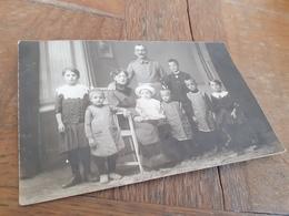 FAMILIE SCHMIDT - SOLDAT MIT SCHIFFCHENSCHNAUZ, FRAU UND SIEBEN KINDERN - An FAMILIE MUELLER - Personnes Identifiées