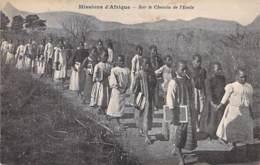 AFRIQUE NOIRE - MISSIONS D'AFRIQUE : Sur Le Chemin De L'Ecole - CPA - Black Africa - Misiones
