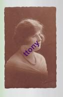 Cpa  :  Une Photo Carte :  Portrait De Femme  Carte   Non Circulée - Silhouettes