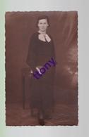 Cpa  :  Une Photo Carte :   Photographie De Femme   Carte Non Circulée Carte En Bon état Studio Roger Mulhouse - Silhouettes