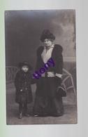 Cpa  :  Une Photo Carte :   Photographie De Femme  Et Son Enfant   Carte Non Circulée Photographe Richard Adam Mulhouse - Silhouettes