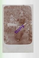 Cpa  : Une Photo Carte   Une Femme Pose Avec Son Chien  : Carte Non Circulée En Bon état - Silhouettes