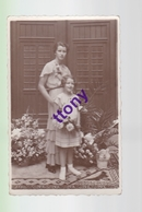 Cpa  : Une Photo Carte   Une Femme Pose Avec  Sa Fille : Belle Carte  Non Circulée En Bon état - Silhouettes