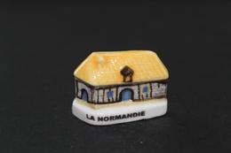 Fève De La Série FACADES TYPIQUES - La Normandie - Arguydal 2003 - (Réf. 009) - Regiones
