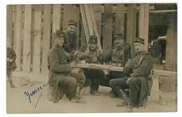 CARTE PHOTO MILITAIRE GROUPE SOLDATS PARTIE DE CARTE COL 46eme REGIMENT NON SITUEE FENDUE - Guerre 1914-18