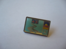PIN'S PINS AD AURORE - Badges