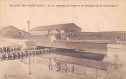 83 - HYERES - SALINS DES PESQUIERS / LE PASSAGE DU GRAS ET LE MAGASIN DE LA COMPAGNIE - Hyeres