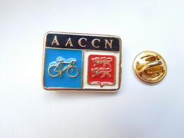 Beau Pin's , Cyclisme Vélo , AACCN , Caen , Blason Normandie , Calvados - Ciclismo