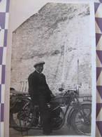 Photo  HOMME SUR MOTO ( à Déterminer)  - Format : 11 X 6,5 Cm - Professions