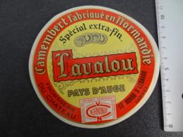 Etiquette De Camembert Louvalou Fromagerie Du Château Le Bours St Léonard Orne - Cheese