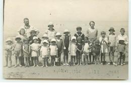 Carte-Photo - MERS 1926 - Enfants Avec Un Homme Et Une Femme Sur La Plage - Mers Les Bains