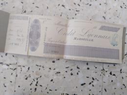 Ancien Chéquier Crédit Lyonnais Avec Timbre Fiscal à Sec Sur Les Souches - Cheques & Traveler's Cheques