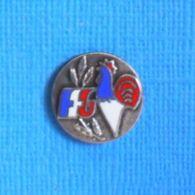 1 PIN'S //  ** FÉDÉRATION FRANÇAISE DE GYMNASTIQUE ** - Ginnastica