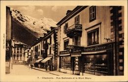 Cp Chamonix Mont Blanc Haute Savoie, Rue Nationale Et Le Mont Blanc, Confiseur - France