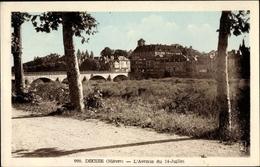 Cp Decize Nièvre, L'Avenue Du 14 Juillet, Straßenpartie Mit Blick Zum Ort, Brücke - France