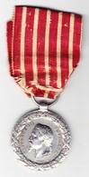 Médaille Militaire Napoléon III Campagne D'Italie 1850. Signé Barre. En Argent. Ruban D'origine Mais Fatigué - Heer