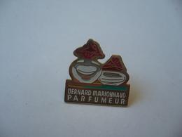 PIN'S PINS PIN PIN's ピンバッジ  BERNARD MARIONNAUD PARFUMEUR THÈME PARFUMS - Parfums