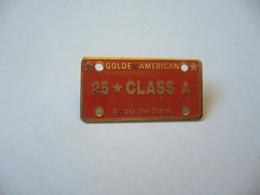 PIN'S PINS PIN PIN's  GOLDEN AMERICAN 25.CLASS A A CCOS THE STATES SELON LA LOI NO 91.32 FUMER PROVOQUE DES MALADIES - Badges