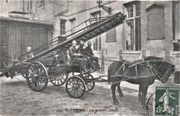 Rare Cpa Les Pompiers Et La Grande échelle Voiture Hippomobile  1908 - Pompieri