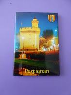 Magnet Le Castillet à Perpignan Format 5,5x7,5 Cm Neuf Sous Blister - Tourismus