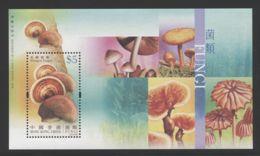 Hong Kong - 2004 Mushrooms Block (2) MNH__(THB-3929) - 1997-... Sonderverwaltungszone Der China