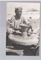 PAKISTAN A Potter Wets Pakistan Ca 1950 Old Photo Postcard - Pakistan