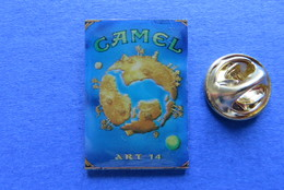 Pin's,CAMEL ART 14,CIGARETTES,TABAC,PAQUET,SUISSE - Trademarks