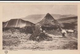 Carte Postale. Maroc. Un Douar. Vieillards. Tente. Gourbi. - Monuments