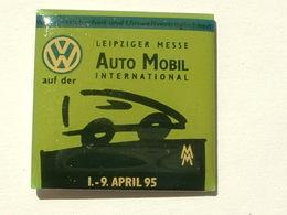 PIN'S VOLKSWAGEN - LEIPZIGER MESSE AUTO MOBIL INTERNATIONAL - 1 / 9 APRIL 95 - NOIR - Volkswagen