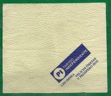 9 Servilletas 17x 14.5cm Lisas: Amarillas, Con Prpaganda - Papieren Servetten (met Motieven)