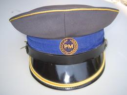 CASQUETTE OBSOLETE DE POLICE MACEDONIENNE. - Cascos