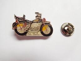 Beau Pin's , Moto Harley Davidson , Rita Marlow - Motorfietsen