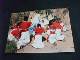 MISSIONI MISSIONE DEI PADRI GESUITI AL MADASCAR NATALE I CHIERICHETTI DI ANTANIMENA TANANARIVE INCENSANO COME I MAGI - Misiones