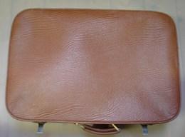 Lot. 1335. Ancienne Valise En Simili-cuir - Art Populaire