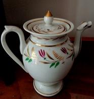 PORCELAINE DE PARIS Théière  BEC ZOOMORPHE EPOQUE XIX° DORURES  DECOR PEINT . Old Porcelain  Tea Jug, Zoomorphic Spout, - Porselein & Ceramiek