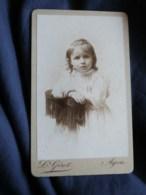 Photo CDV  Girot à Agen  Portrait Petite Fille Blonde  Robe Avec Dentelle  CA 1890 - L498O - Anciennes (Av. 1900)