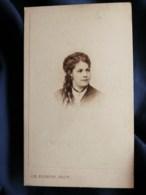Photo CDV  Tourtin Au Havre  Portrait Jeune Femme  Cheveux Crantés Et Anglaises  CA 1870 - L498O - Old (before 1900)