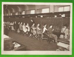Centrale Ou Standard Téléphonique, Standardistes  En 1929 Photo 18 Cm X 24 Cm - Mestieri