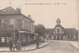 SAINT-LEU-LA-FORÊT (S.-et-O.) - La Gare. Voitures. Café De La Gare-Tabac - Saint Leu La Foret