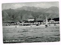 XW 2060 Forte Dei Marmi (Lucca) - Panorama Della Spiaggia / Viaggiata 1957 - Altre Città