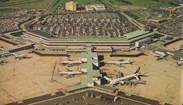 Tullamarine Travel Lounge At Melbourne Airport Postcard - Airplanes