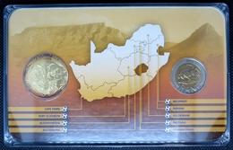 0218 - COFFRET COMMEMORATIF Coupe Du Monde De Foot 2010 Afrique Du Sud - 5 Rand Domée Polokwane + Médaille - Afrique Du Sud