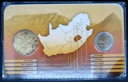 0219 - COFFRET COMMEMORATIF Coupe Du Monde De Foot 2010 Afrique Du Sud - 5 Rand Domée Johannesburg + Médaille - South Africa